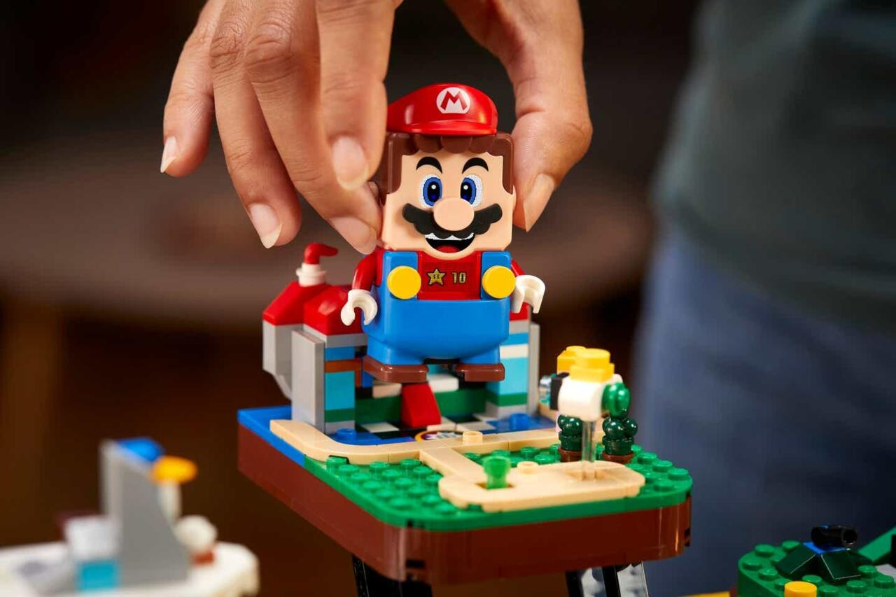 A closer look at the Mario figure